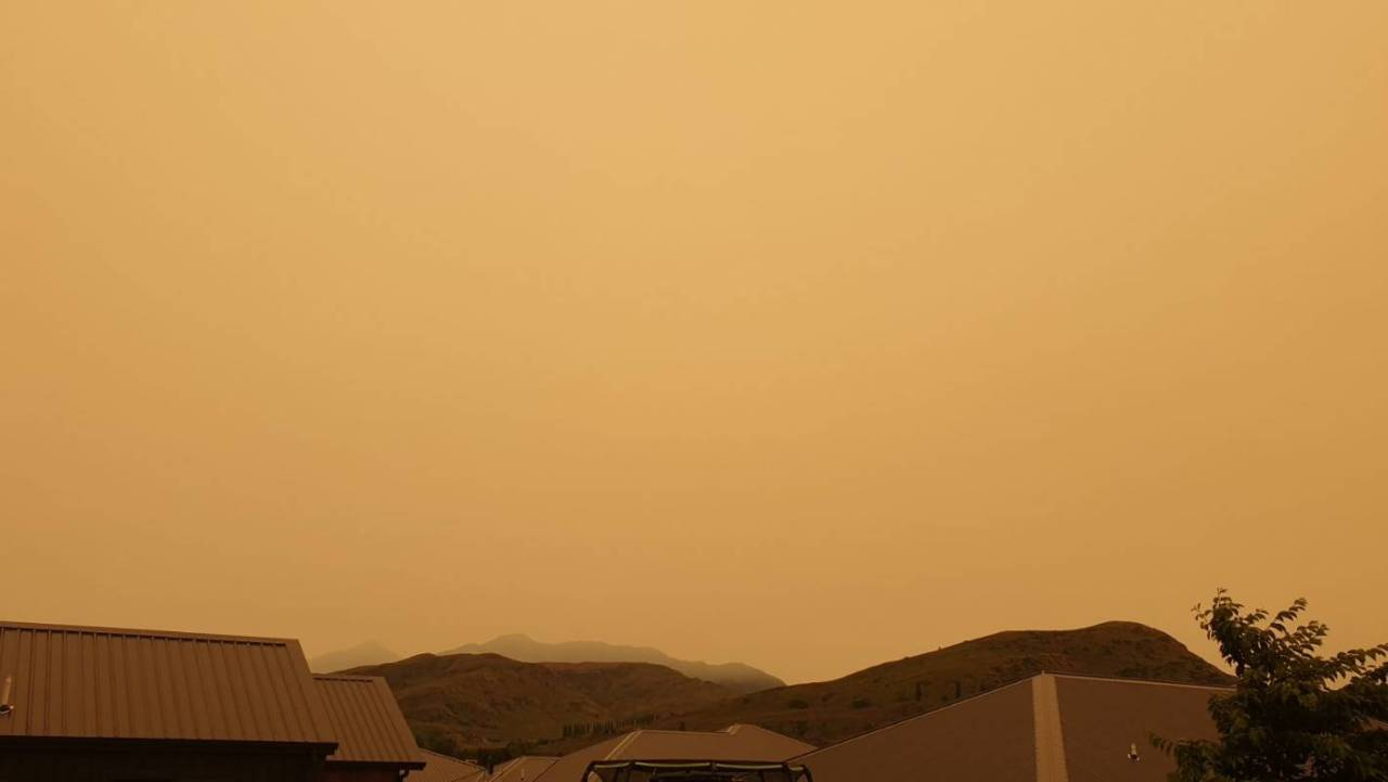 Yellow skies over Queenstown on 1 January 2020