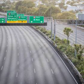Expressway in Auckland completely empty due to COVID-19 lockdown