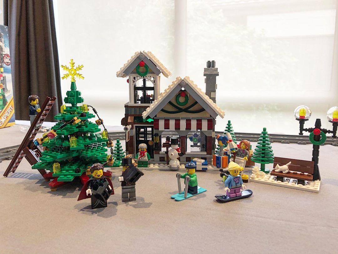 Lego Winter Toy Shop set