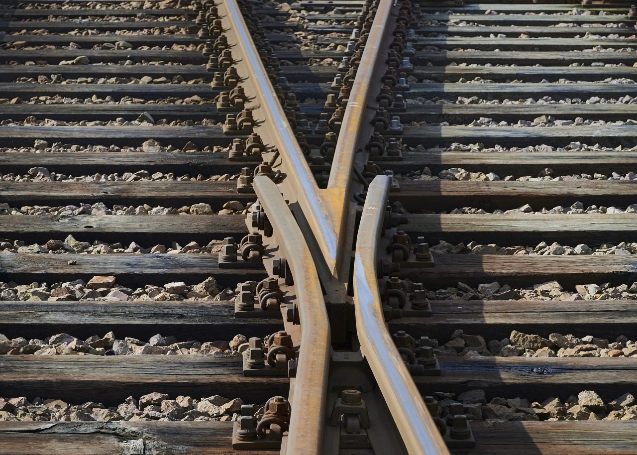 Two railroad tracks diverging